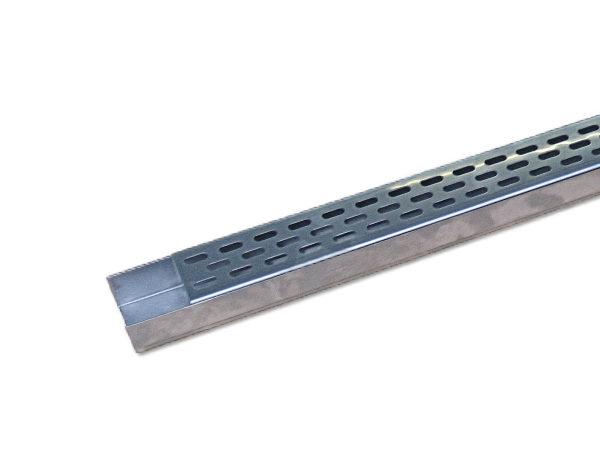 sacchet-metallwaren-ag-Entwaesserungsrinne-balkonrinne-terrassenrinne-chromstahl-edelstahl-begehbar_mit_Schlitzlochrost-60x30